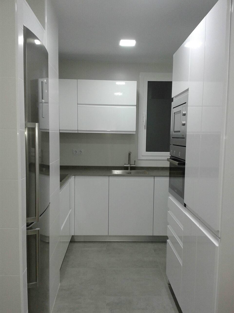 cocina que aprovecha al máximo espacio pequeño