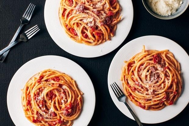 Receta espaguetis a la amatriciana en rincon nonno luigi en Studio Gatto