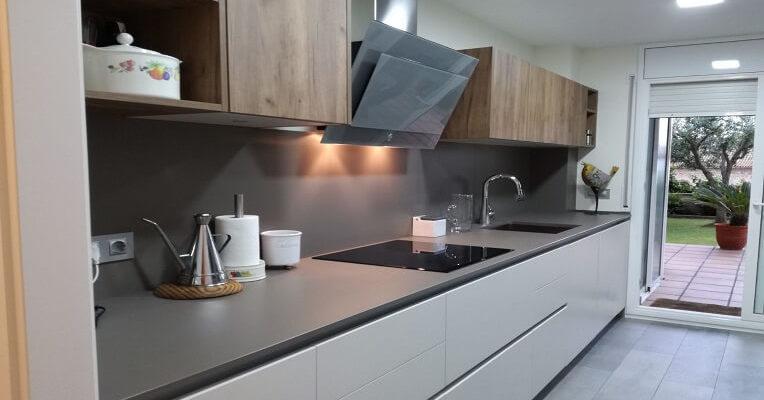 una cocina abierta al comedor en sitges - Cocinas Reformadas